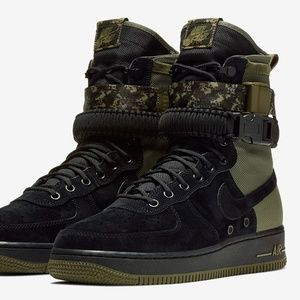 NIKE SF Air Force 1 Men's Suede Sneaker Boots